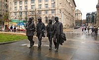 Pomnik The Beatles w Pier Head w Liverpoolu.